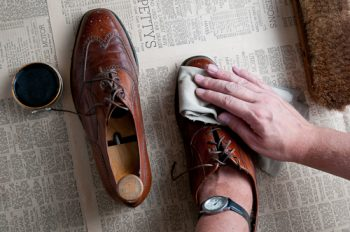 ¿Qué materiales usar para cuidar tus zapatos?